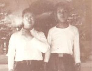 10代後半の服部さん.平沢観音で.(右)
