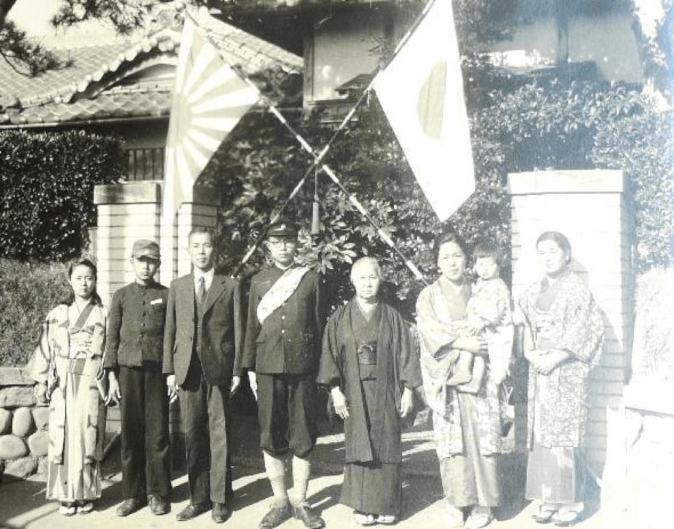中学2年ごろの植田さん(左から2人目)
